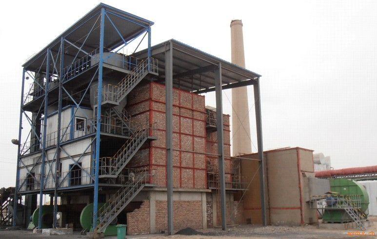我公司生产设计的热风炉可在很多的公司和行业应用,应用效果很好。主要的热风炉有:低温燃煤炉、沸腾炉、燃油燃气炉、燃煤热风炉、手烧炉、煤粉炉等。 设备简介: 直燃式沸腾燃煤热风炉由煤破碎装置、加煤装置、燃烧炉体及高压送风装置组成。直燃式沸腾燃煤热风炉是将0~10mm的颗粒状煤经加煤机投入炉体内均风板上,并在炉体底部鼓入高压风,使煤粒及渣料在炉体内形成流态化 ,呈沸腾状态。由于煤粒仅占沸腾层内炉料的1%以下,沸腾燃烧过程中与空气接触时间长,原煤入炉到成为渣粒排出炉外的时间长,一些在别的炉型中很难燃透的高灰分、